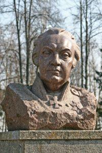 Бюст М.И.Кутузова у Бородинского музея